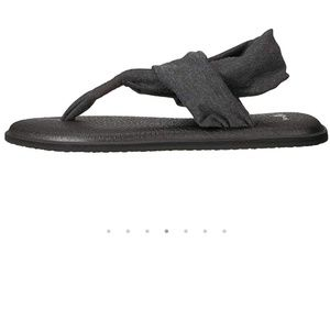 Sanuk dark gray yoga slings new with tags